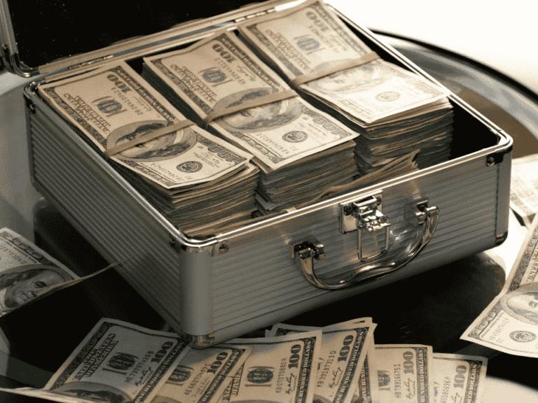 mala de dólares, representando brasileiros viraram bilionários