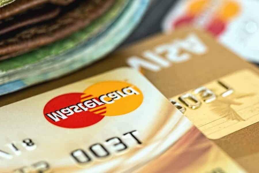 Foto de cartões simbolizando o tema Como ter o cartão de crédito aprovado na hora