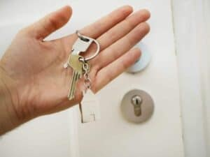 Imagem da chave de uma casa, que pode ser adquirida pelo consórcio Sicredi