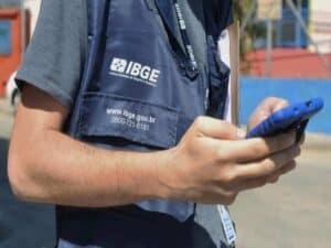 repclose no braço de recenseador do IBGEresentando IBGE contrata
