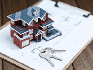 casa em miniatura e chaves, representando financiamento habitacional da caixa