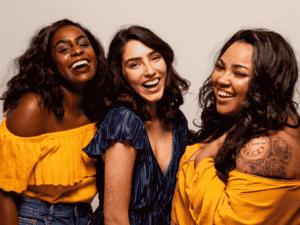 mulheres sorrindo, representando fundo de investimentos com foco em mulheres