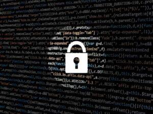 tela de computador com cadeado representando golpes financeiros na pandemia