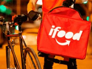 entregador com mochila do ifood, representando ifood compra sitemercado