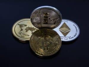 Imagem de moedas iniciais representando o conteúdo sobre o Investimento inicial em criptomoedas