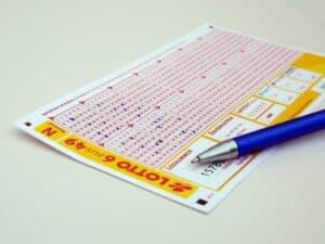 Imagem de um bilhete de loteria representando a notícia de que Lotofácil pode pagar mais de R$ 1 milhão