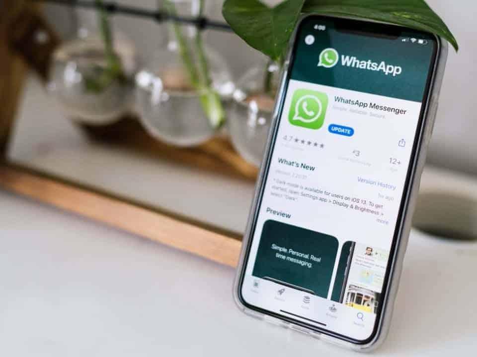 Imagem de uma loja de aplicativos simbolizando a notícia em que o pagamento pelo WhatsApp será aprovado
