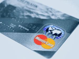 cartão mastercard, representando parceria com fintechs