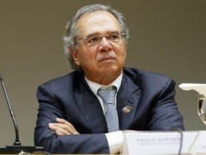 Imagem do ministro Paulo Guedes, que apresentou previsões positivas sobre queda do PIB em 2020