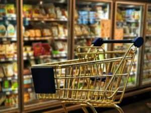 Imagem de um carrinho de compras simbolizando o conteúdo sobre supermercados mais bem avaliados na pandemia