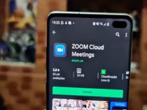 celular com aplicativo do zoom lança criptografia de ponta
