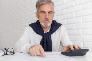 Trabalhador calcula como será a aposentadoria com as novas regras do INSS