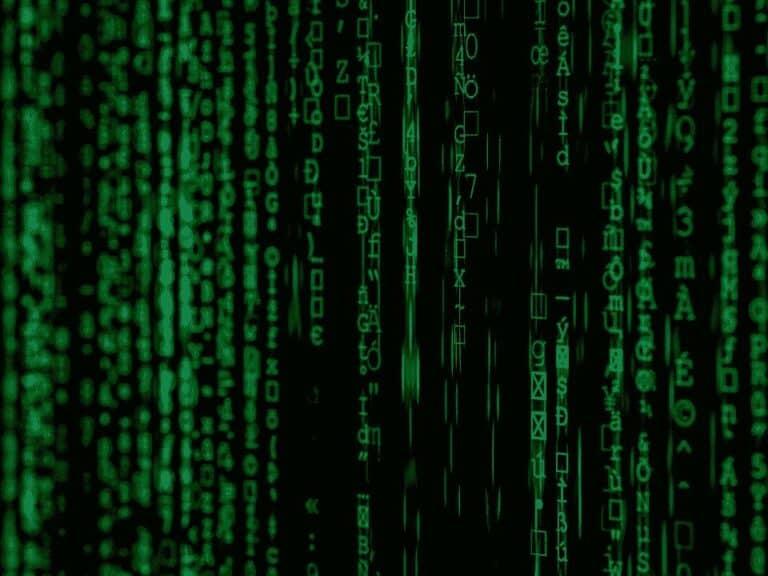 códigos em verde, representando bolha da internet