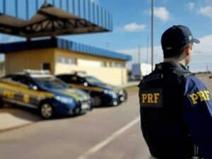 policial da PRF, representando concurso PRF