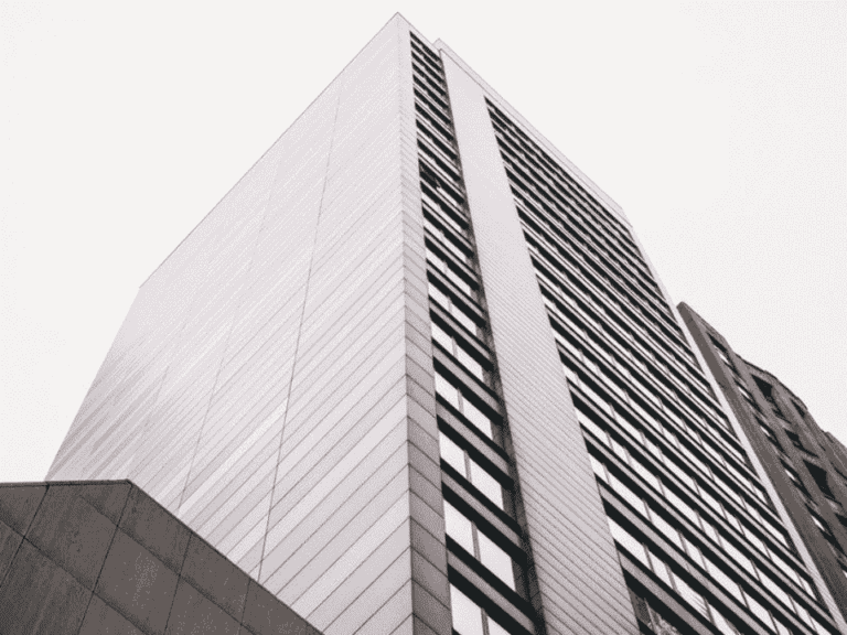 prédio, representando feirão de imóveis dos correios
