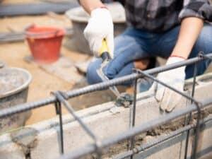 Construtor faz reforma usando recursos do financiamento para construção contratado