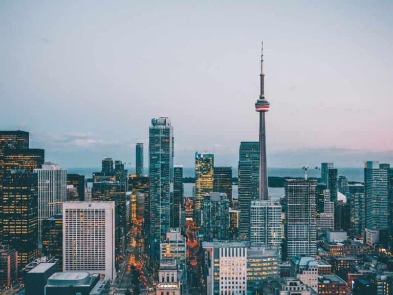 céu canadense, representando trabalhar no canadá