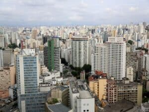 vista aérea de prédios de São Paulo representando venda de imóveis que pertenciam à Caixa