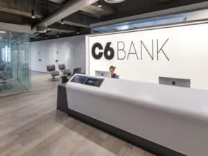 entrada do c6 bank, representando bancos digitais que mais crescem