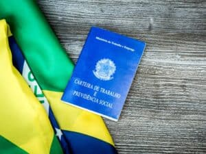 CARTEIRA DE TRABALHO E PREVIDÊNCIA SOCIAL (CTPS) REPRESENTANDO 3 ANOS DE REFORMA TRABALHISTA