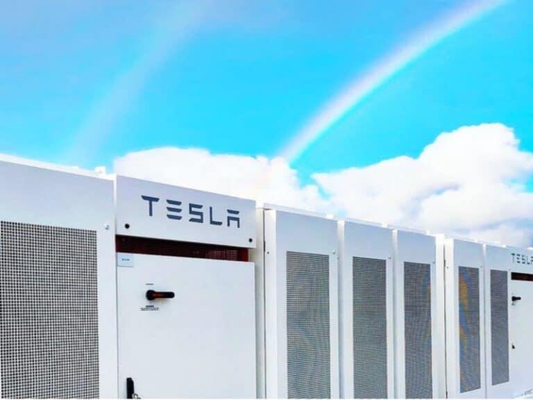 fachada da Tesla, representando segundo homem mais rico do mundo