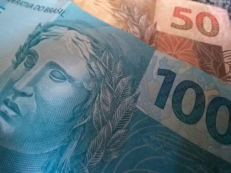 cédulas de R$ 100,00 e R$ 50,00 representando Real digital vai substituir a moeda física