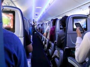 "cabine de avião representando ""Seguro Covid"" da Azul"