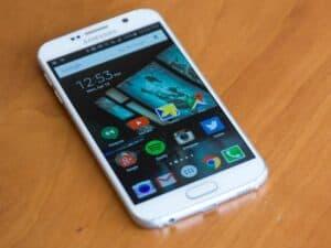 Celular com sistema Android antigo, de 2015