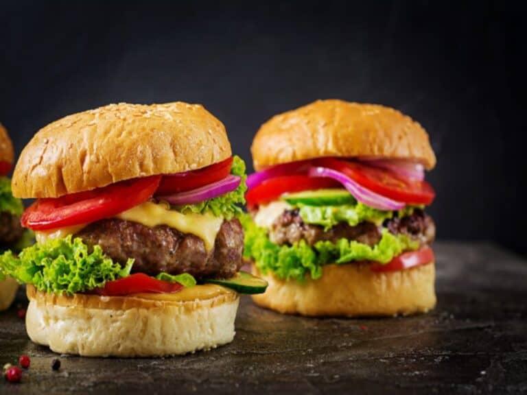 Dois sanduíches da Black Friday do McDonald's