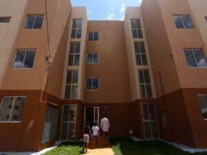 Imagem de um edifício de apartamentos para ilustrar a alta no preço dos imóveis.