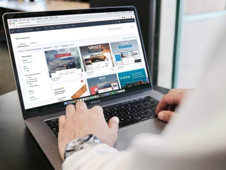 interface de site de compras online representando Black ou Fraude