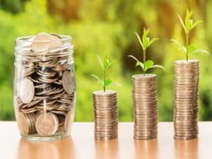 pilhas de moedas, representando Tesouro Nacional paga R$ 13,5 bilhões em rendimentos