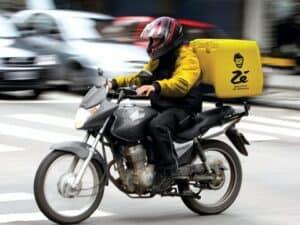 motoboy zé delivery, representando trabalhar no zé delivery