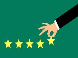 desenho de uma mão tirando uma estrela amarela de uma sequência de 5 estrelas, representando potência econômica