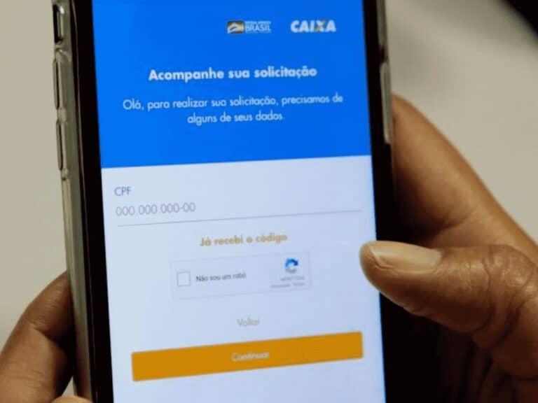 celular com aplicativo do auxílio emergencial 4ª parcela