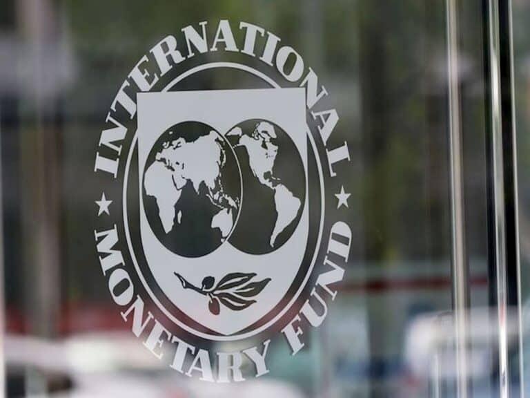 logo do FMI em porta representando Brasil deve se preparar para esticar auxílios