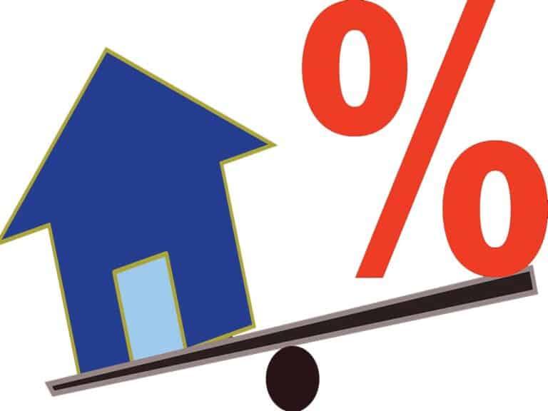 desenho de um escorregador com uma casa de um lado indo para baixo e um sinal de porcentagem do outro lado subindo, representando mp da margem consignável