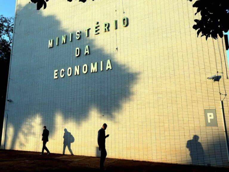 fachada do Ministério da Economia representando privatizações dos Correios e da Eletrobras