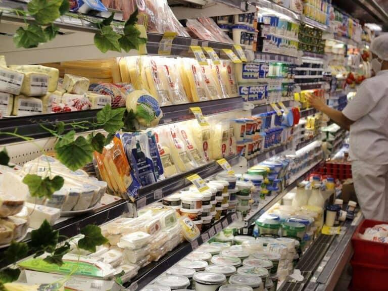 prateleiras de supermercado, representando Alta da inflação