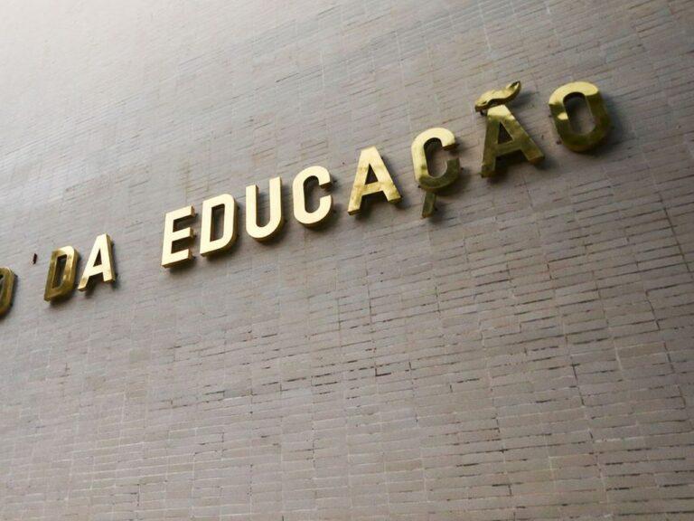 Fachada do Ministério da Educação, pasta que definiu o retorno das aulas presenciais nas universidades