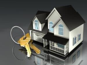 miniatura de casa com chaves, representando investimento com retorno fixo