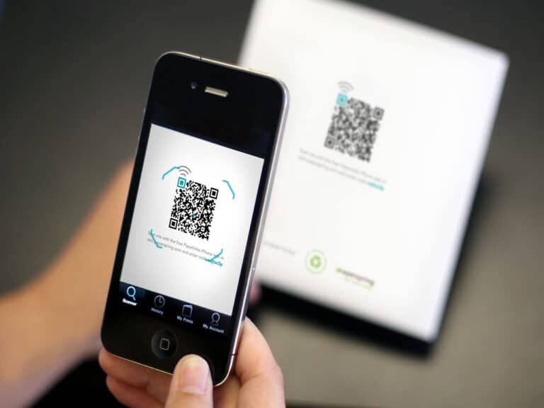 celular lendo qr code, código que requer cuidados