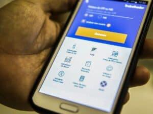 celular mostrando prazo para saque emergencial do fgts