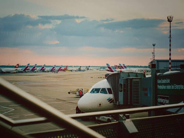 avião em solo, representando Amazon compra aviões