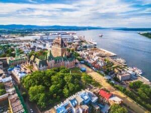 vista de cima de Québec, que abre vagas de trabalho para profissionais do Brasil
