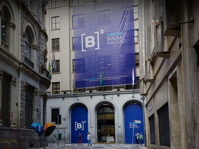 fachada da b3, representando apostas de ipos para 2021