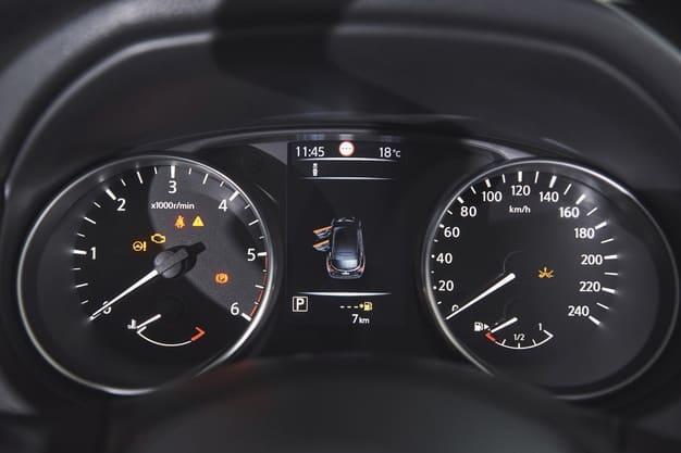 painel do carro funciona como o controle financeiro pessoal mostrando a performance de gastos, ganhos etc