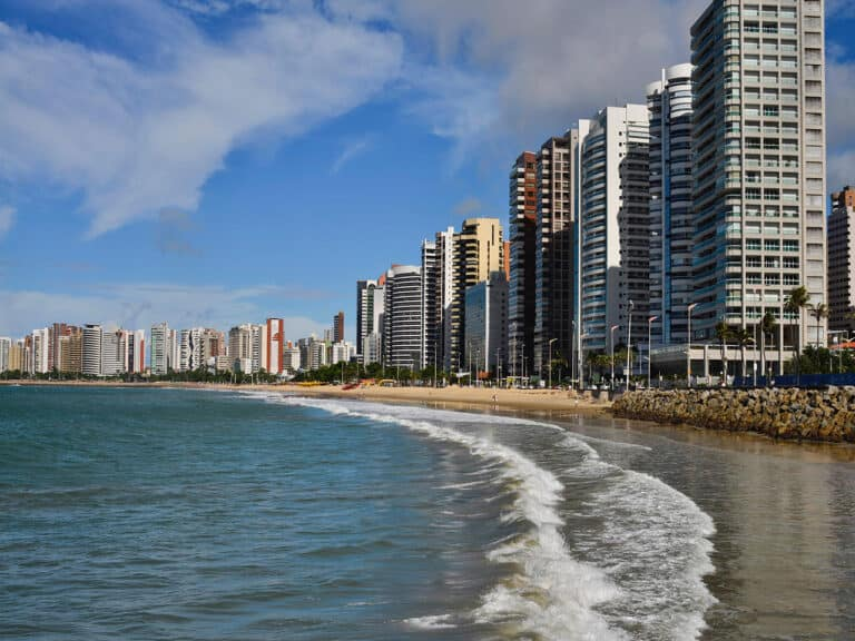 praia, um dos destinos para aproveitar os feriados prolongados de 2021