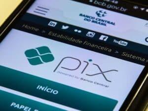 celular mostrando logo do pix, representando golpe no pix