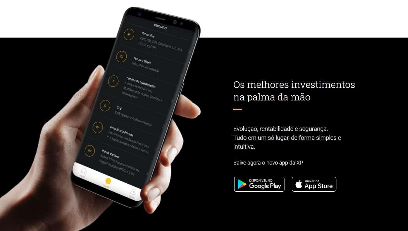 tela do site da XP Investimentos que mostra uma mão segurando um smartphone para quem deseja baixar seu aplicativo